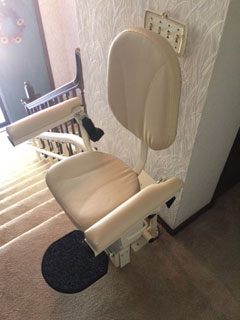 Merrett Stairlifts - helix-custom-curved-stairlift-split-level